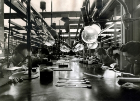 AA.VV. Anonimo / s.t., Gori & Zucchi, setting department, vintage gelatin silver print